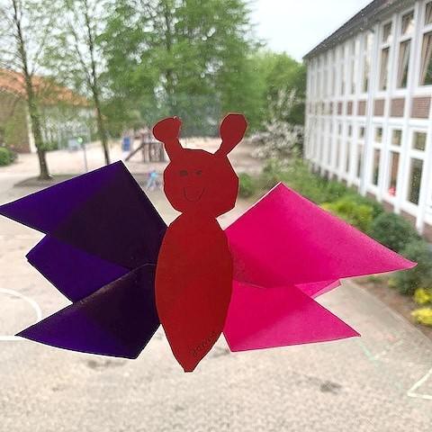Der Schmetterling wurde von Jonna Penaat aus der Klasse 4c gebastelt